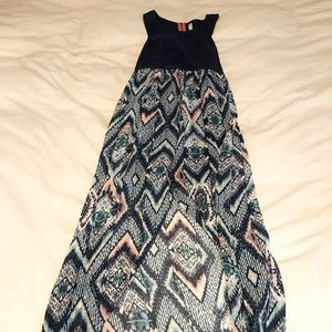 🦊 4/20- Flowy maxi dress